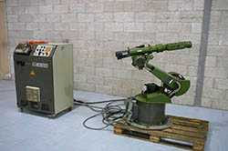 KRC 32 Robot and controller